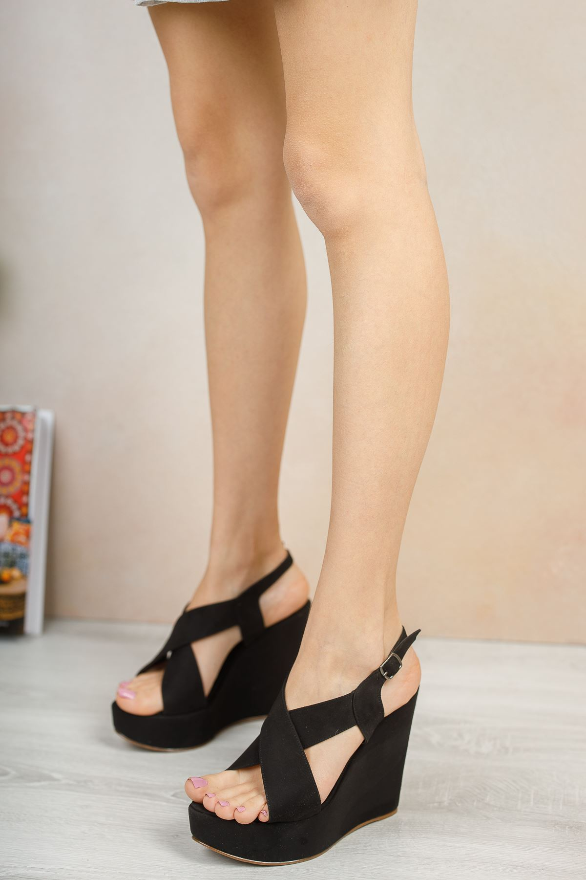 Daniela Siyah Süet  Dolgu Topuklu Kadın Ayakkabı