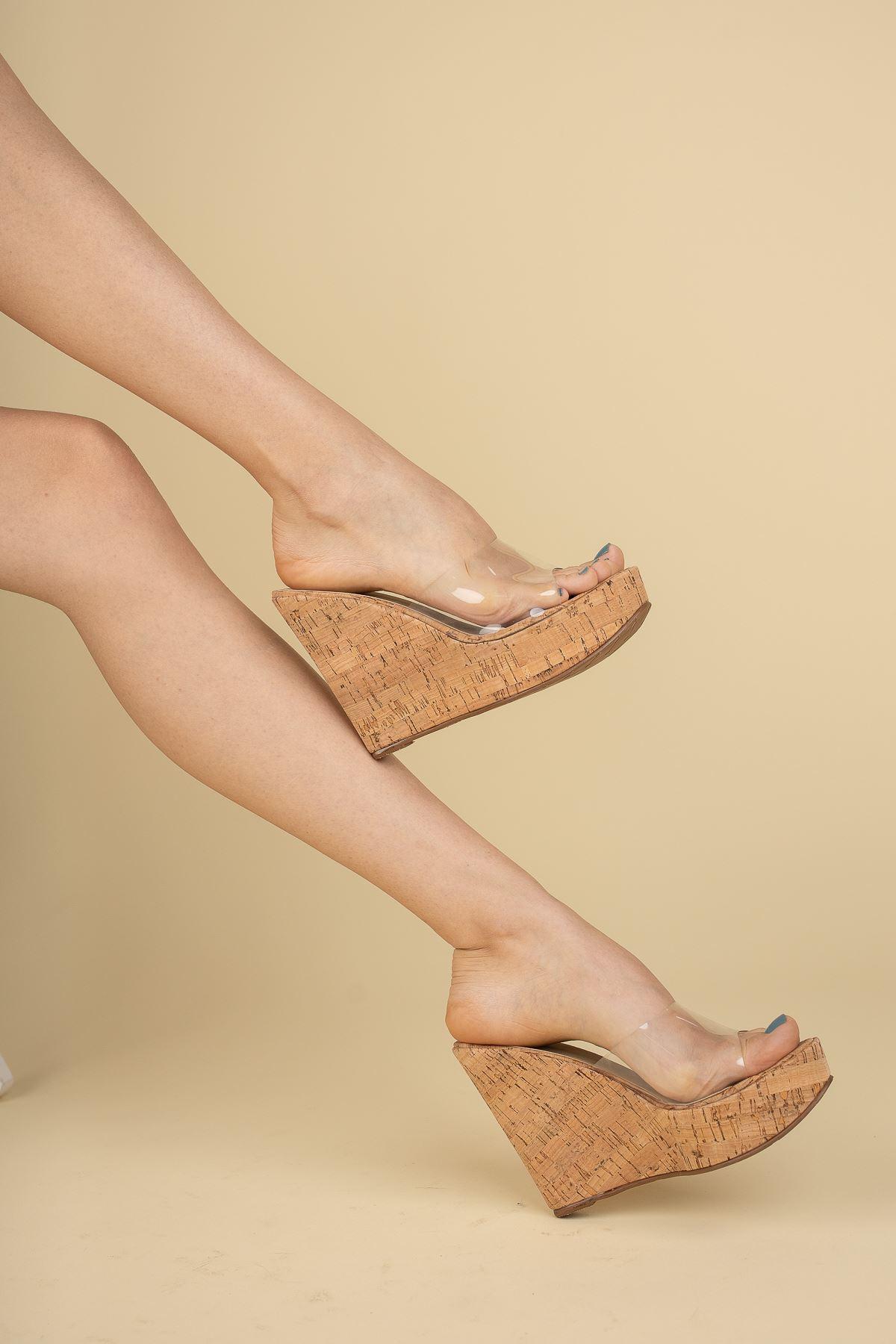 Adoles Mantar - Şeffaf Dolgu Topuklu Kadın Terlik