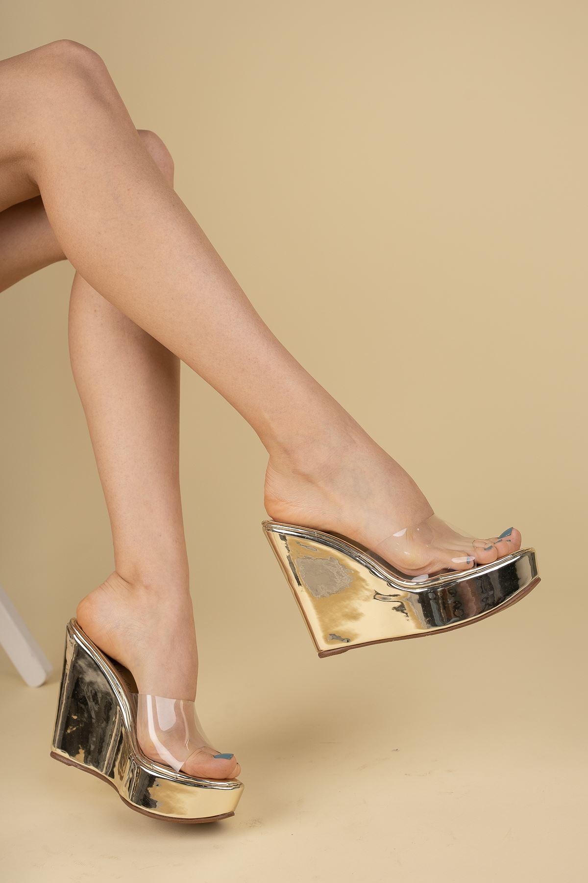 Adoles Altın Ayna - Şeffaf Dolgu Topuklu Kadın Terlik