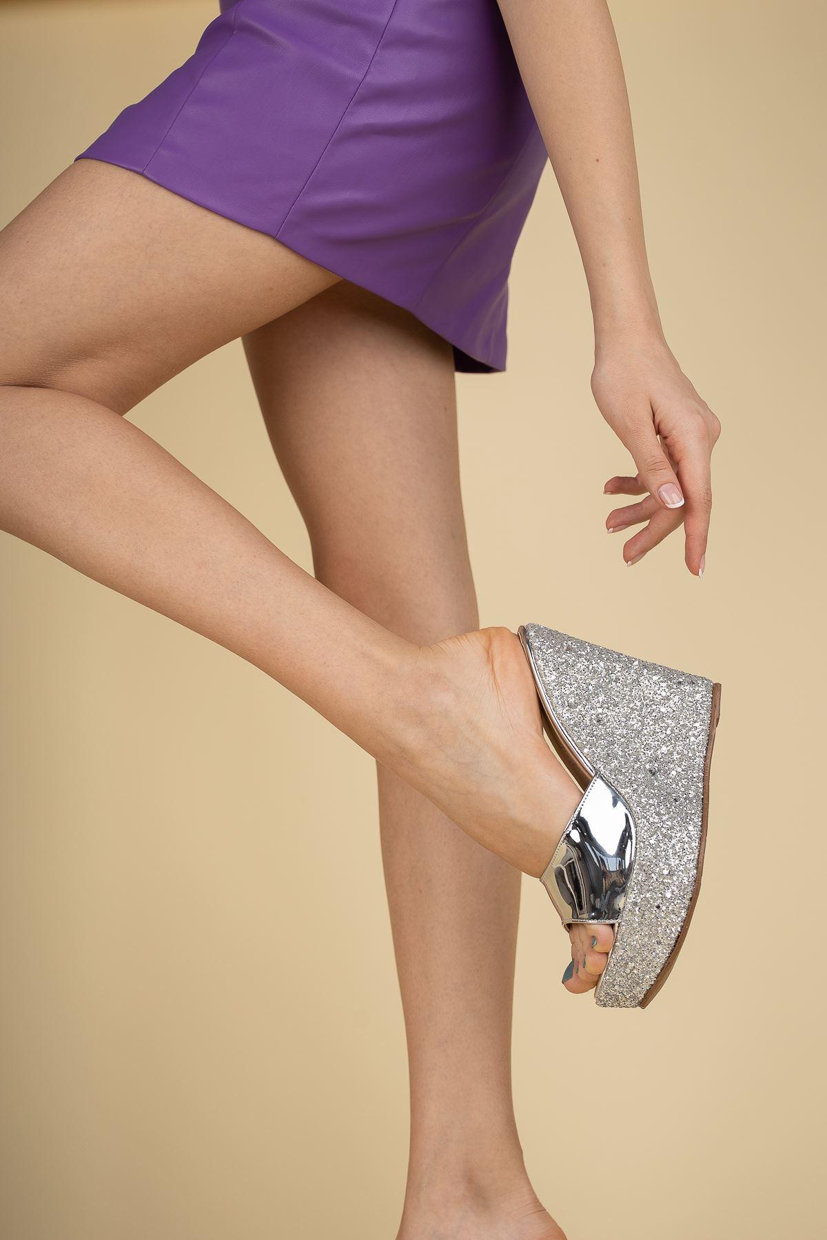 Adoles Gümüş Ayna - Gümüş Cam Kırığı Dolgu Topuklu Kadın Terlik