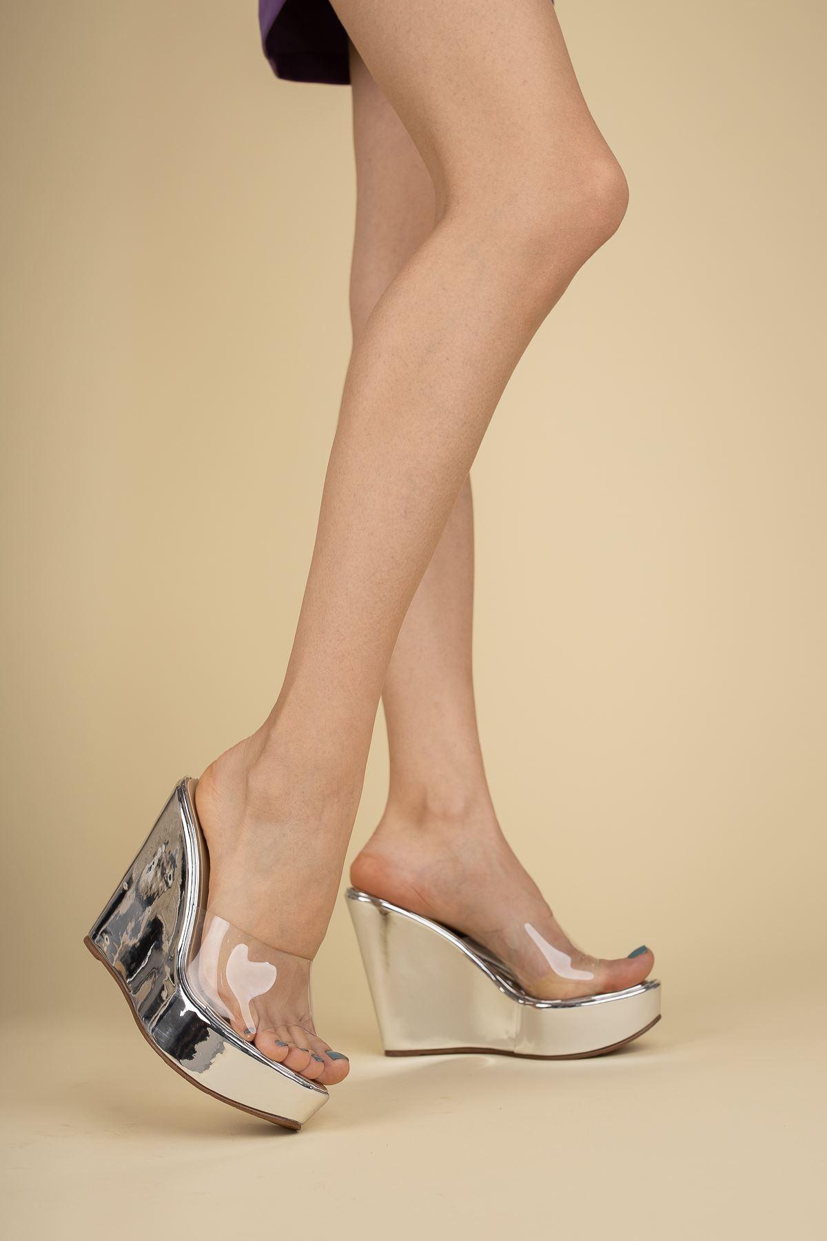 Adoles Gümüş Ayna - Şeffaf Dolgu Topuklu Kadın Terlik