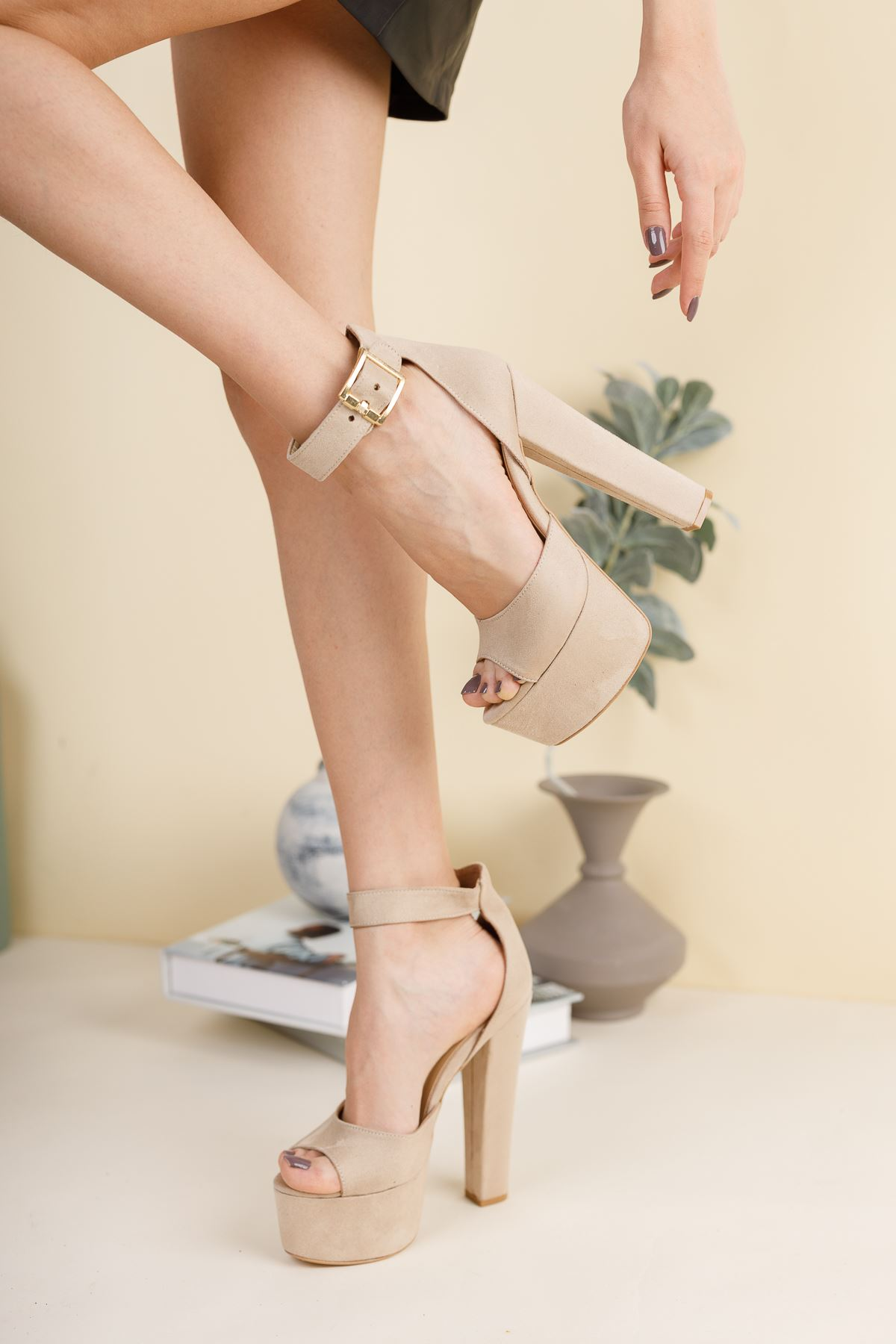 Livos Ten Süet Yüksek Topuklu Ayakkabı