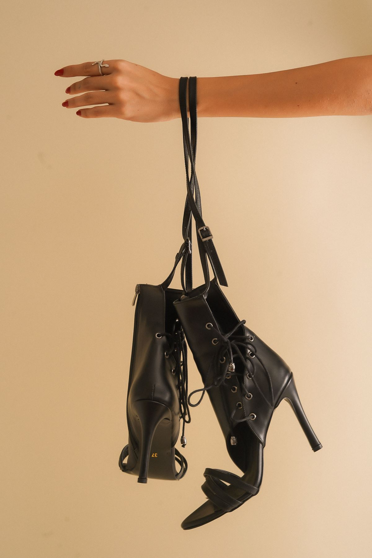 Galya Siyah Cilt Kadın Topuklu Ayakkabı