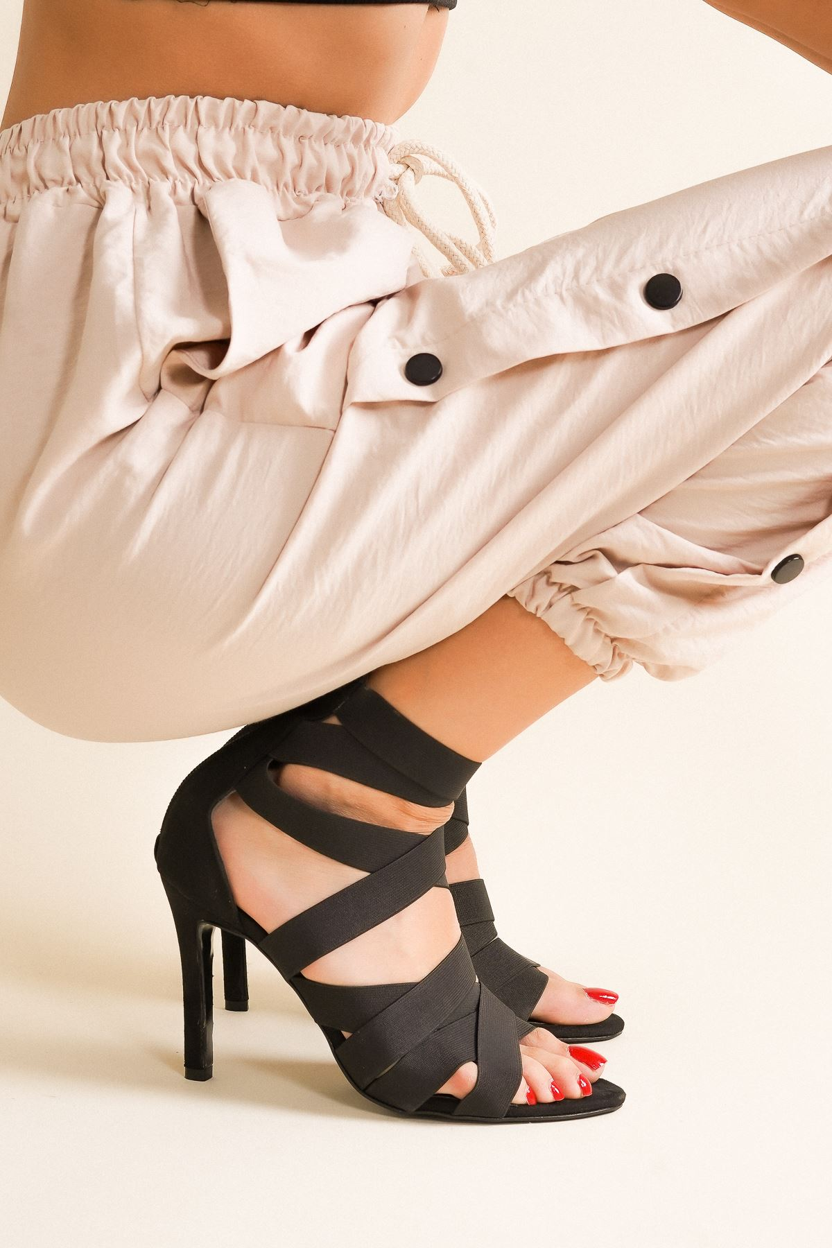 Rasha Siyah Süet Lastikli Topuklu Ayakkabı