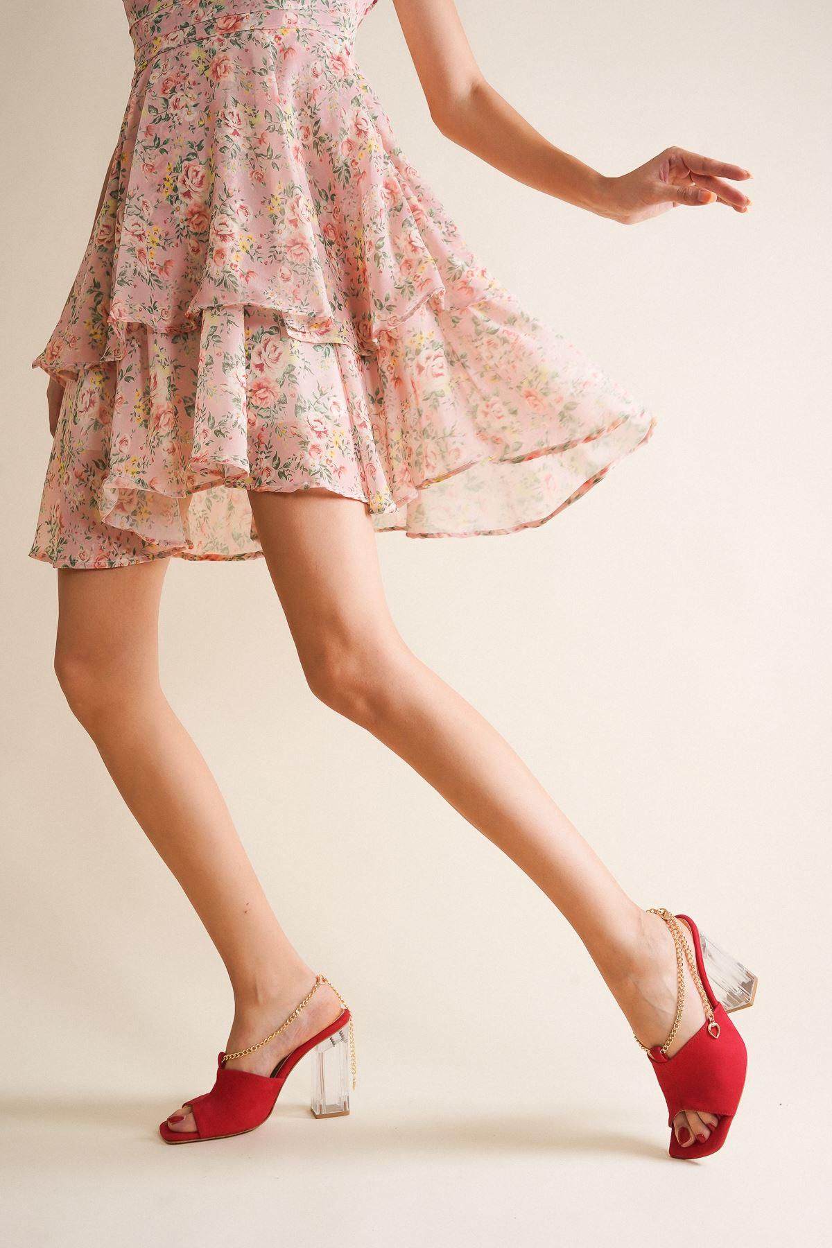 Clevna Kırmızı Süet Zincir Detaylı Kadın Topuklu Ayakkabı