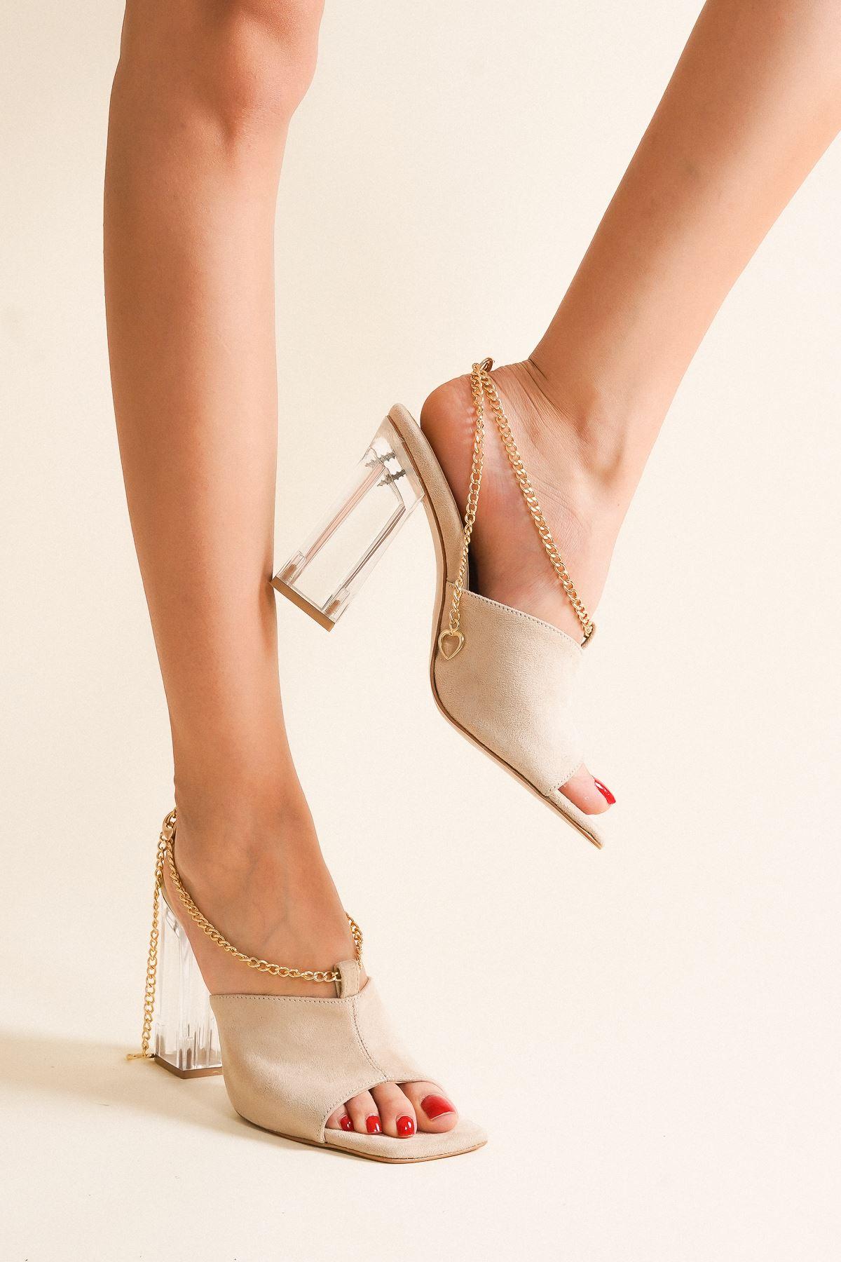 Clevna Ten Süet Zincir Detaylı Kadın Topuklu Ayakkabı