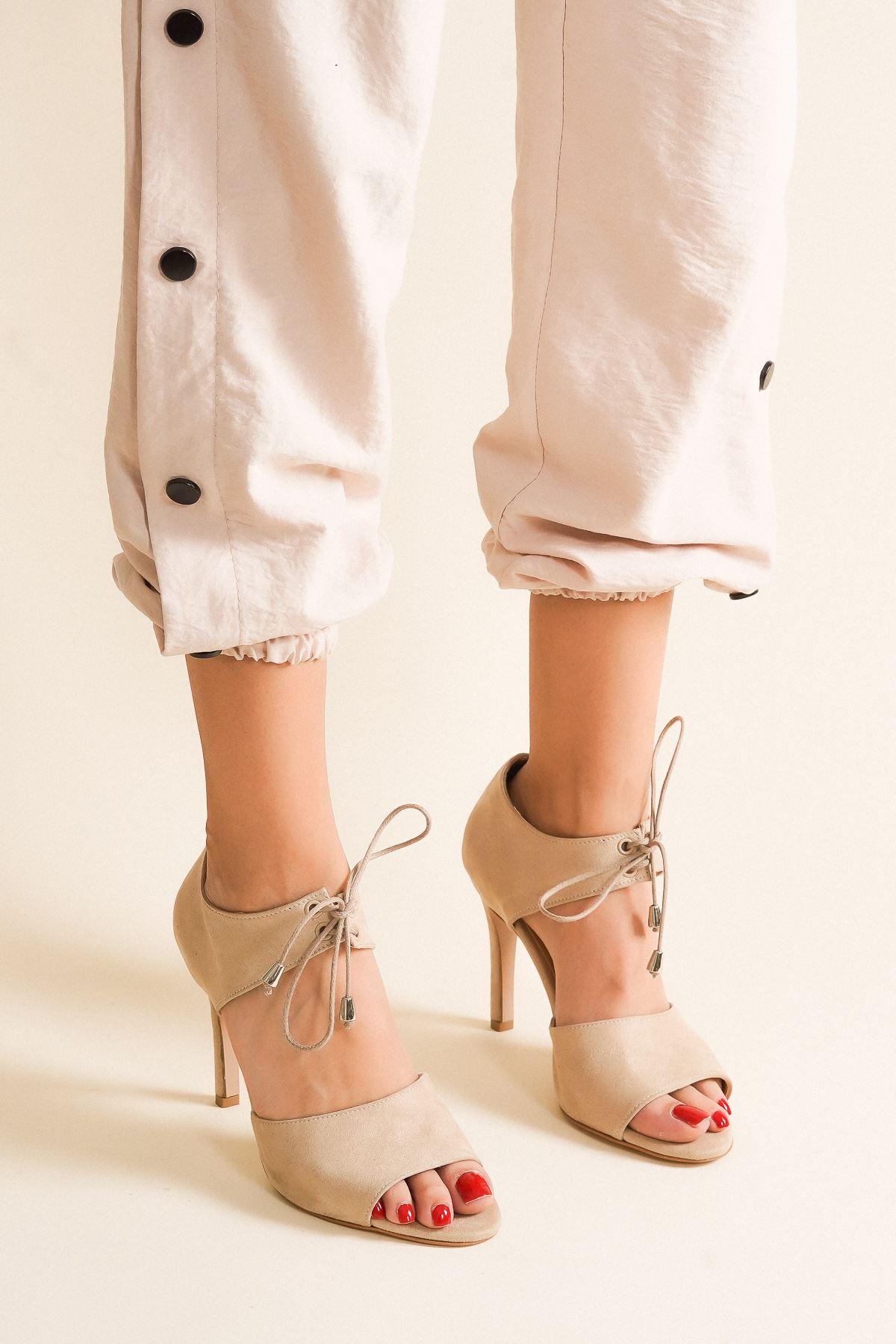 Tosna Ten Süet Bağcıklı Kadın Topuklu Ayakkabı