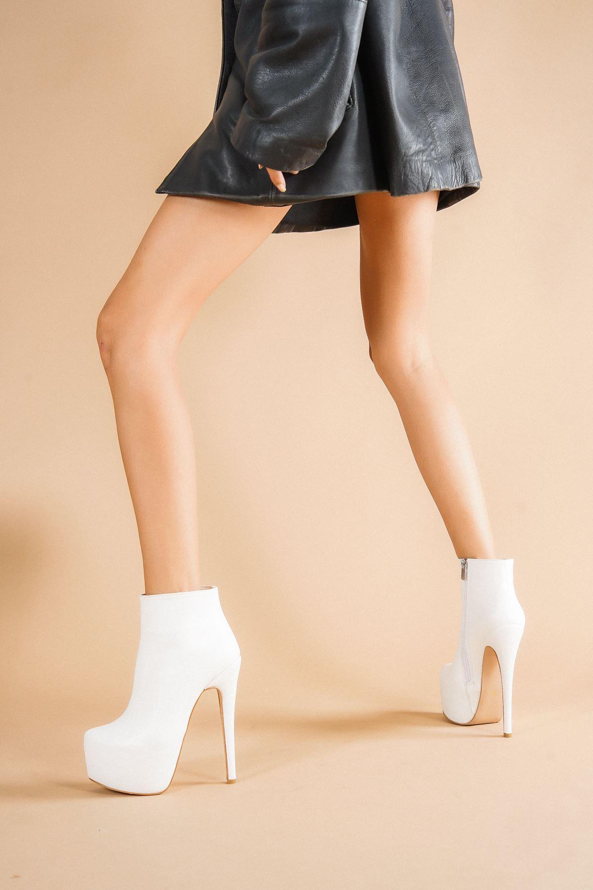 Punta Beyaz Cilt Topuklu Kadın Bot