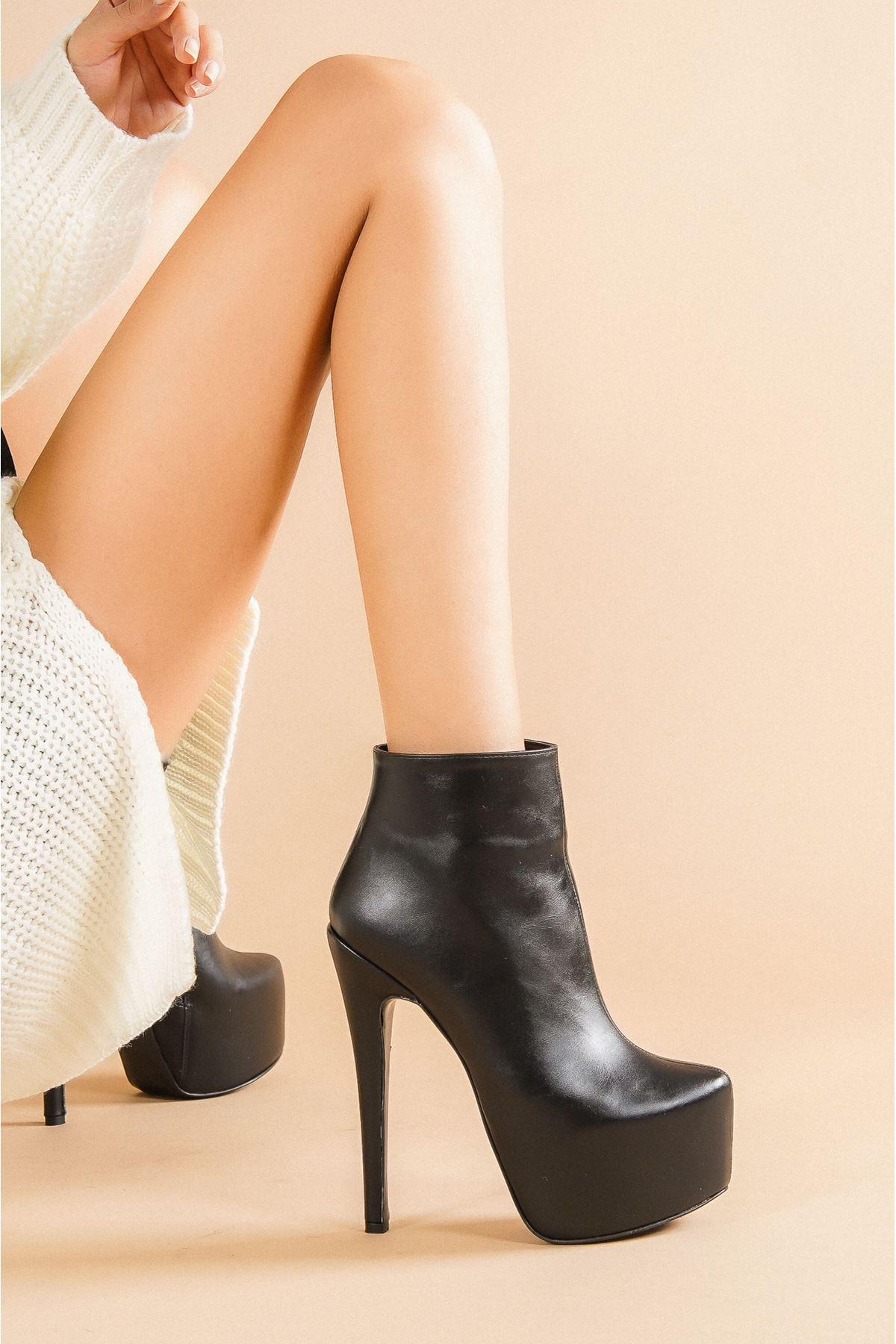 Punta Siyah  Cilt Topuklu Kadın Bot