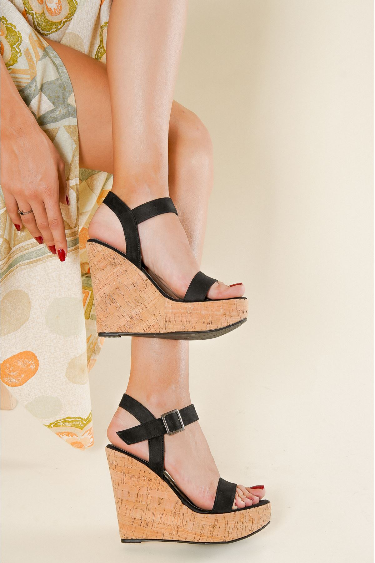 Venüs Mantar Siyah Süet Dolgu Topuklu Ayakkabı