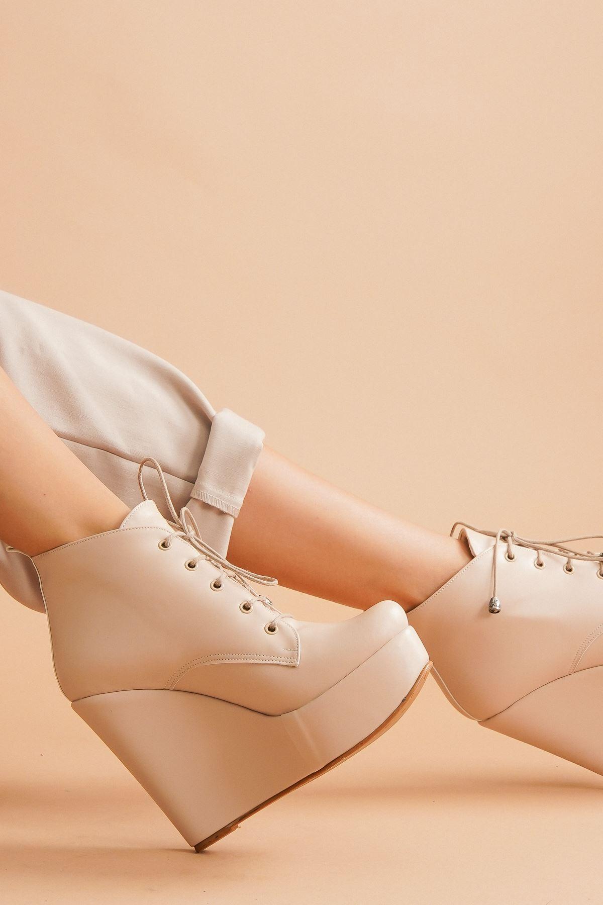 Rosta Ten Cilt Bağcıklı Dolgu Topuklu Kadın Bot