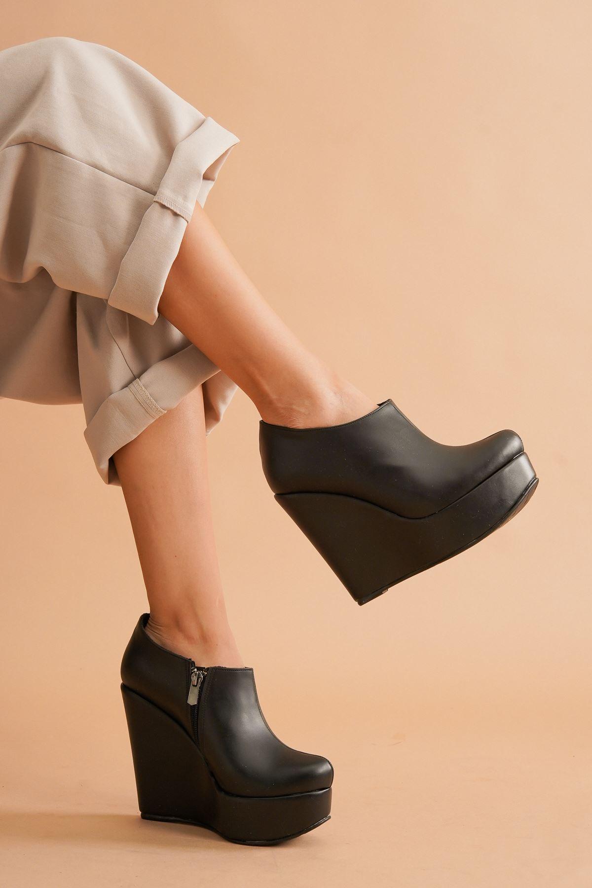Abaco Siyah Cilt Dolgu Topuklu Kadın Bot