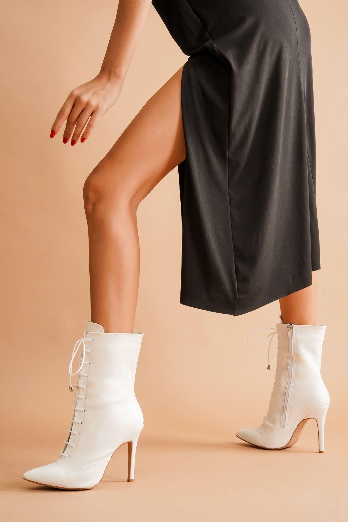 Edge Bağcıklı Beyaz Cilt Topuklu Kadın Bot