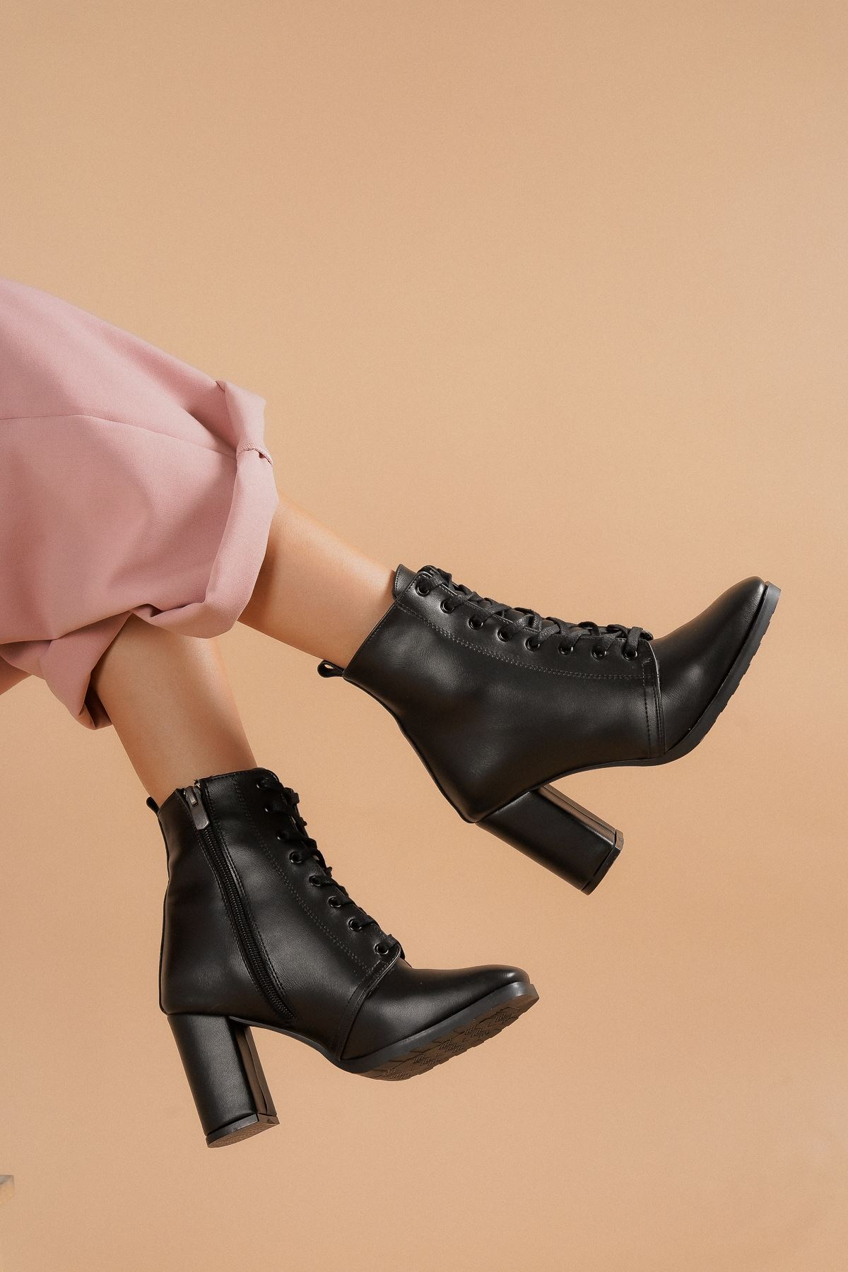 Audrey Siyah Cilt Topuklu Kadın Bot