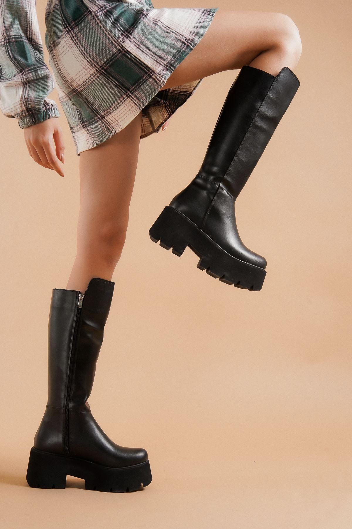 Milla Siyah Cilt Topuklu Kadın Bot