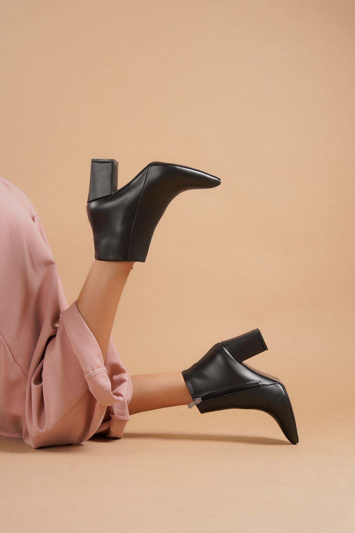 Shank Siyah Cilt Topuklu Kadın Bot