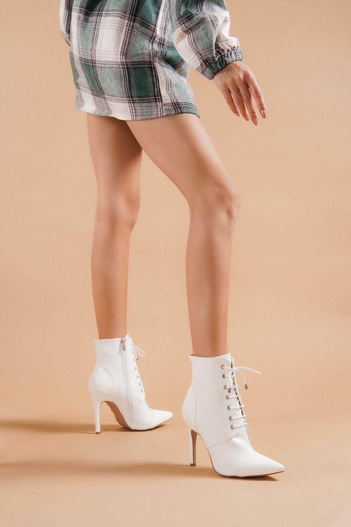 Carla Beyaz Cilt Beyaz Rugan Topuklu Kadın Bot