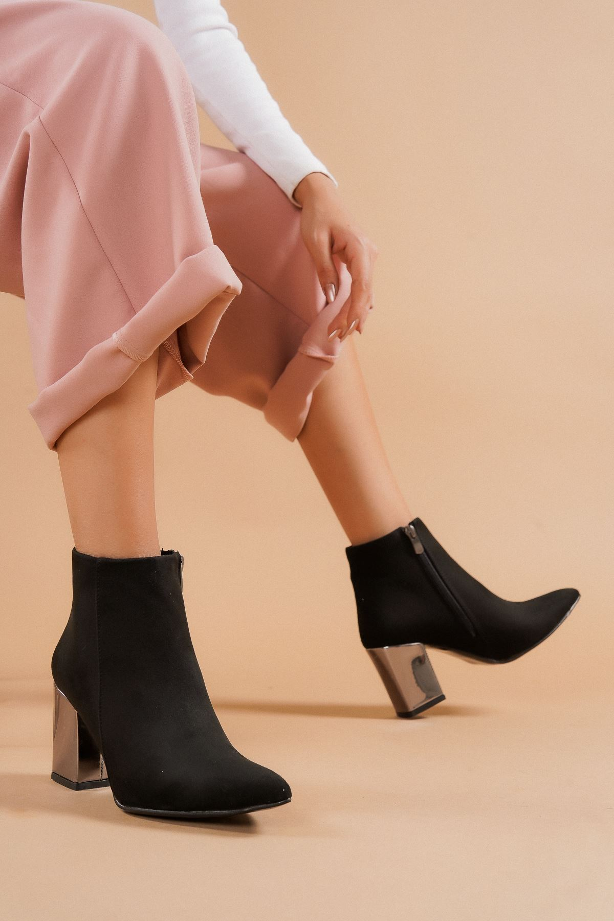 Shank Siyah Süet Platin Topuklu Kadın Bot