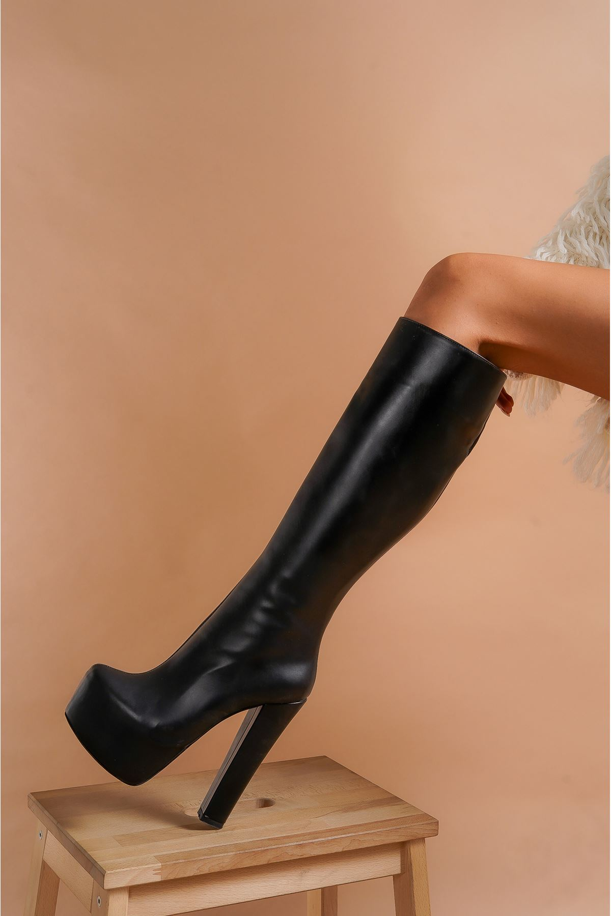 Lily Fermuarlı Siyah Cilt Yüksek Topuklu Kadın Çizme